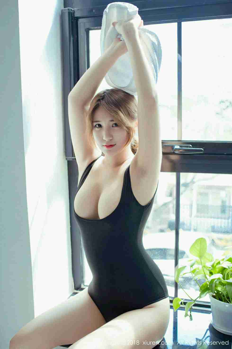 美模久久Aimee全裸水钻贴身遮点秀傲人豪乳撩人诱惑写真