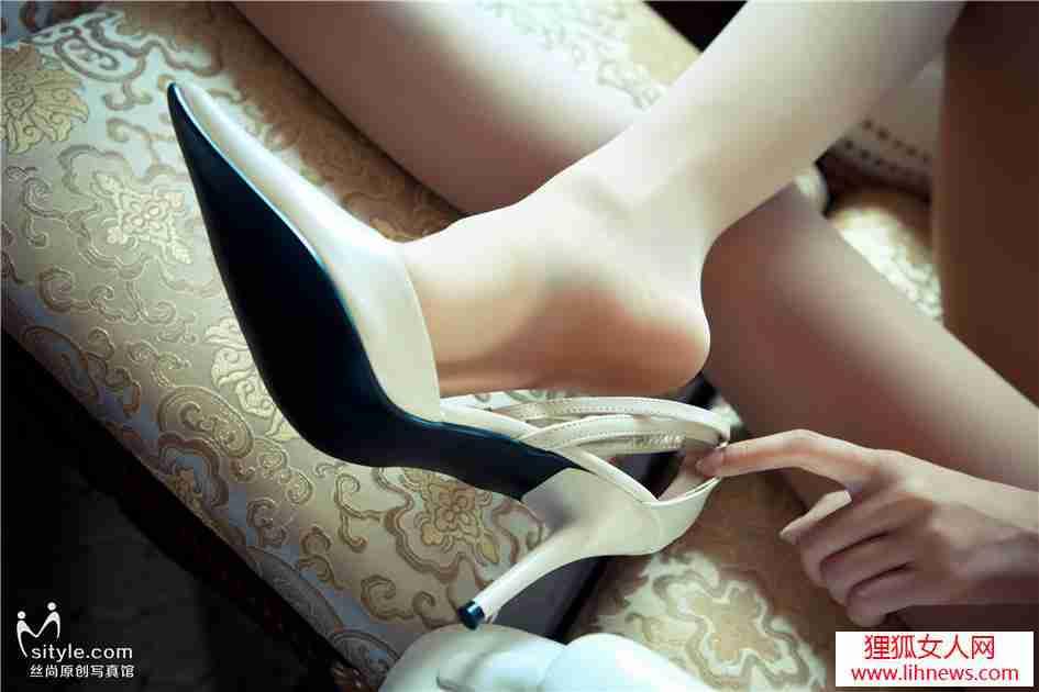高跟丝袜美腿丽人香艳私拍照