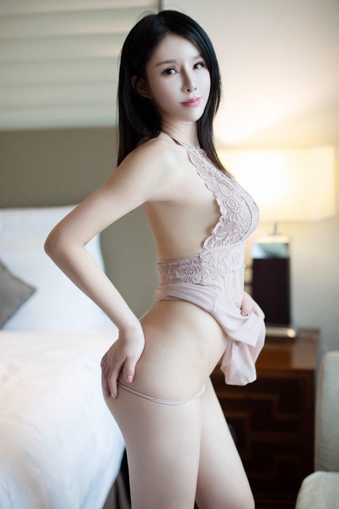 恬静美人泡芙前凸后翘让人挪不开眼