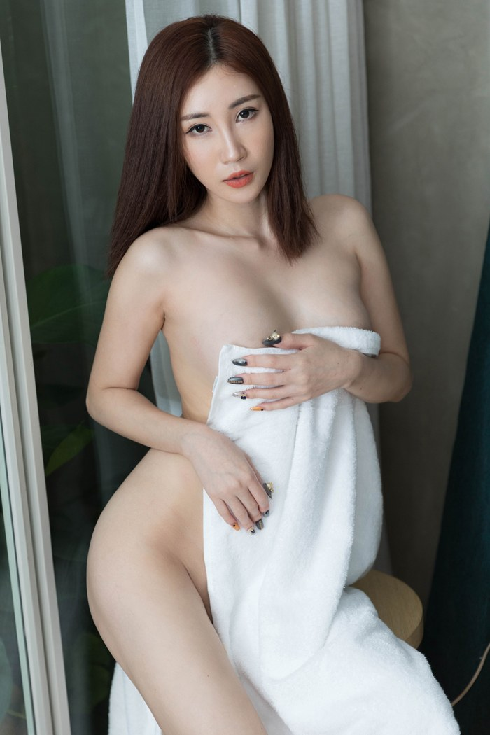 妩媚御姐孙梦瑶制服装上演极致诱惑