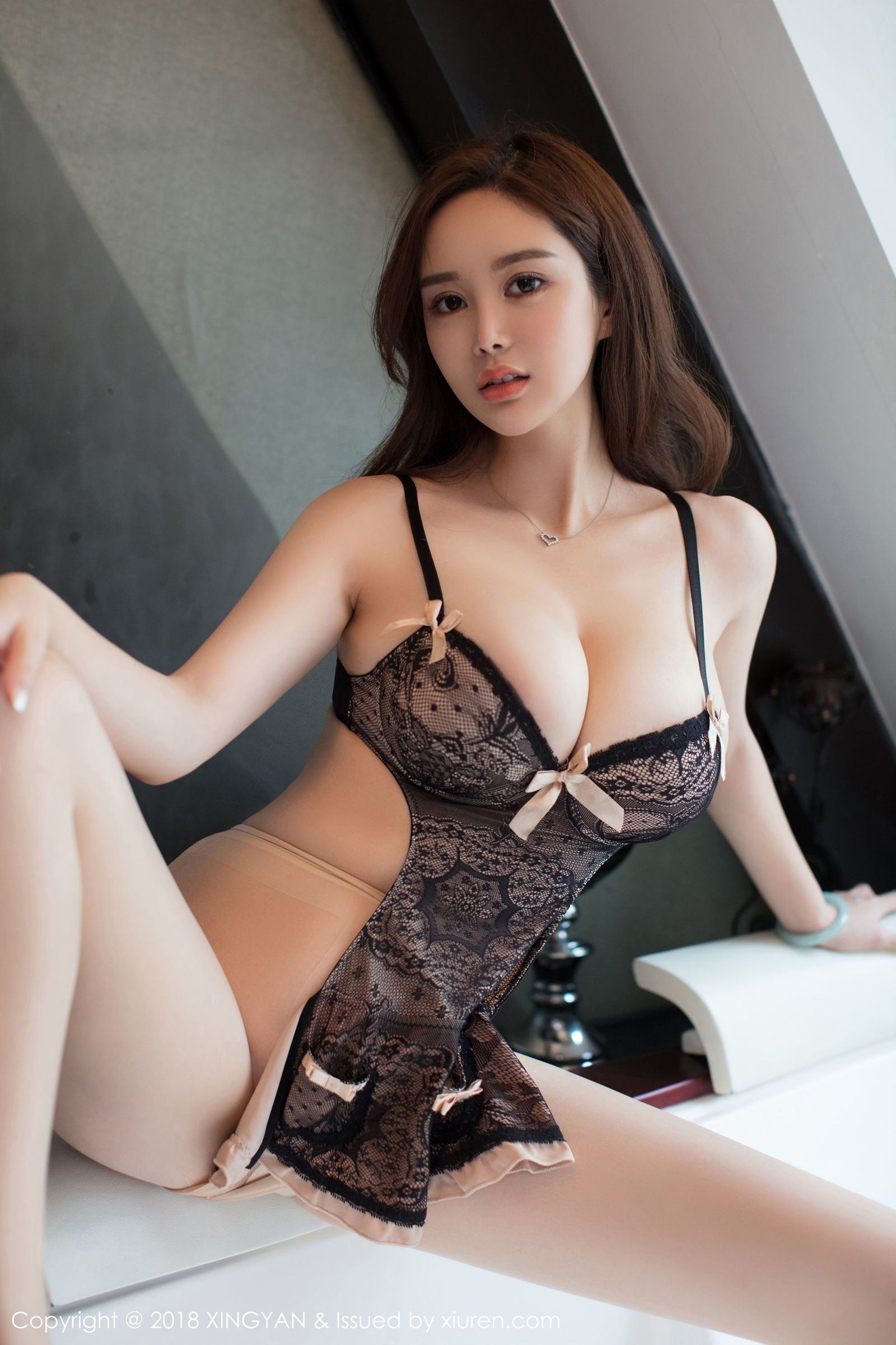 巨乳女神@易阳Silvia性感丝袜写真