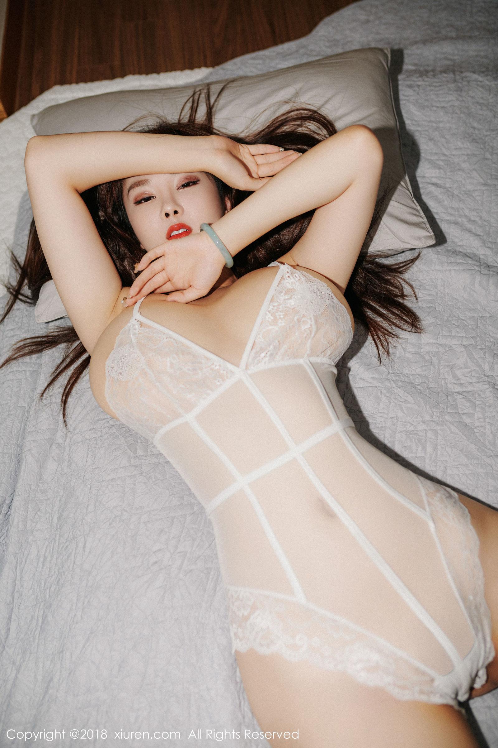 巨乳女神@易阳Silvia第三套性感写真