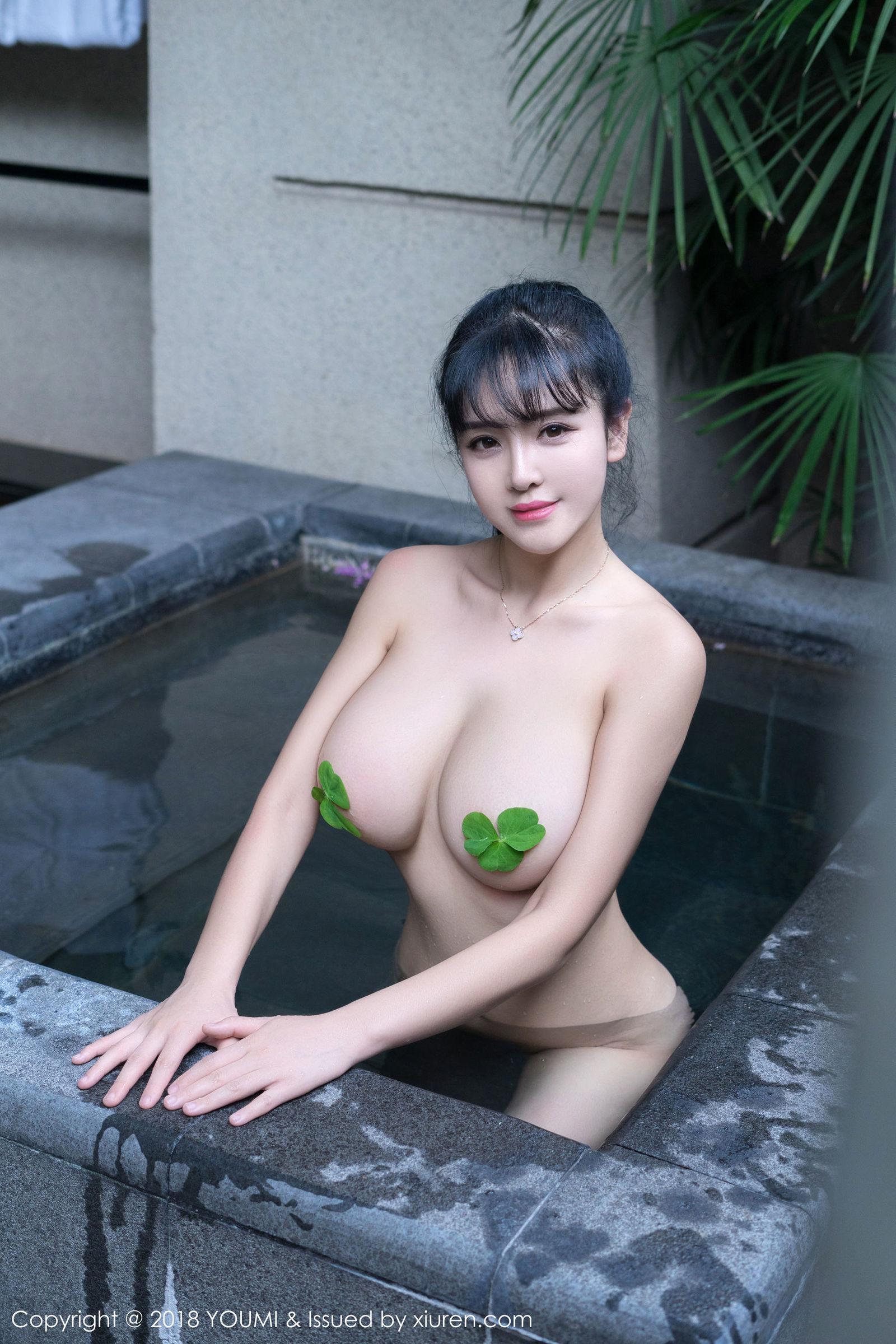 美女模特@刘钰儿浴池性感写真