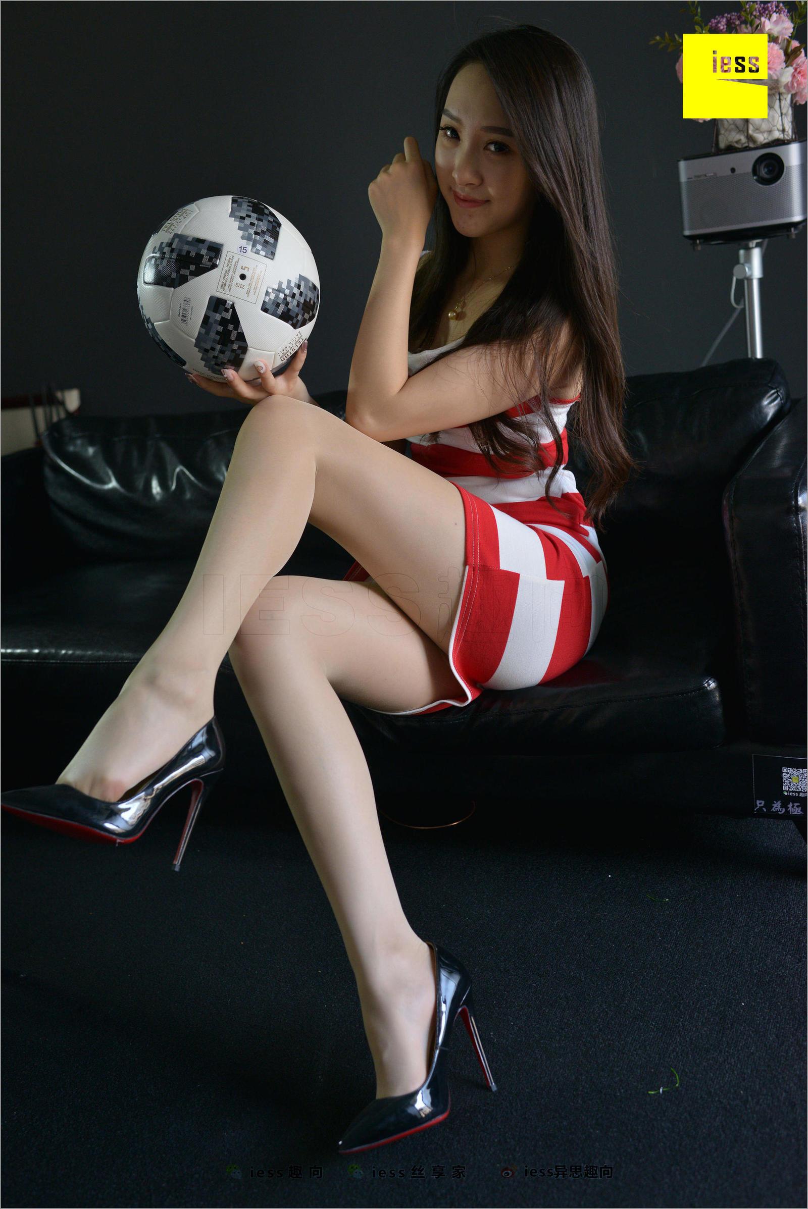 云芝 《丝袜啤酒世界杯I--懂个球》美腿丝足写真套图