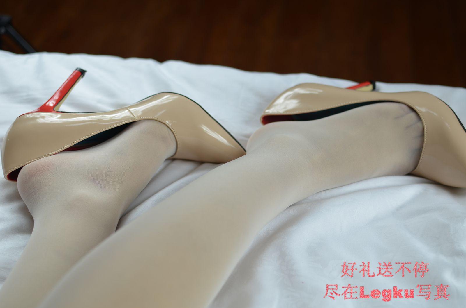 白色透视蕾丝睡衣+肉丝袜 写真套图