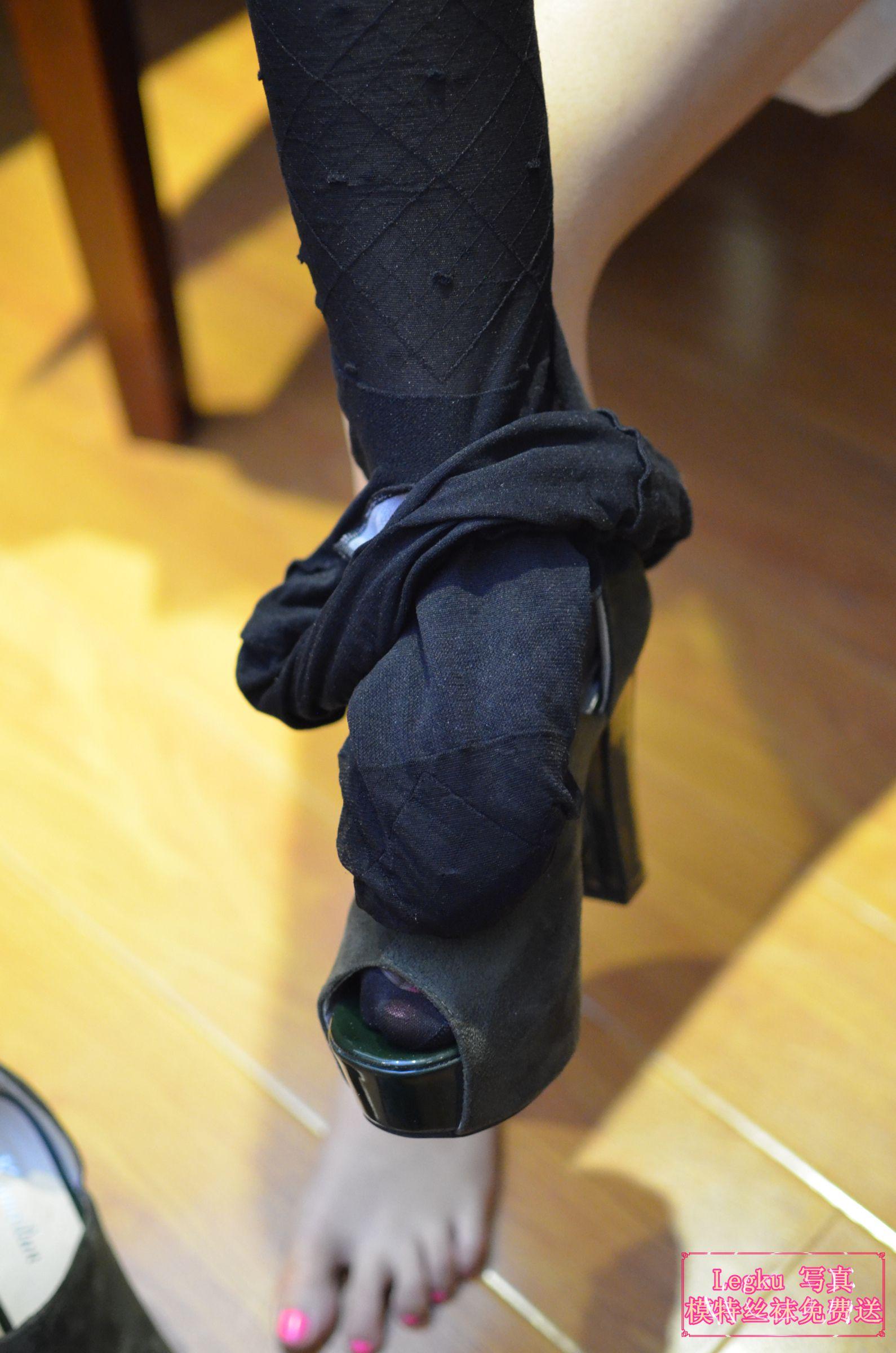 白色睡衣+黑丝美腿丝足 写真套图