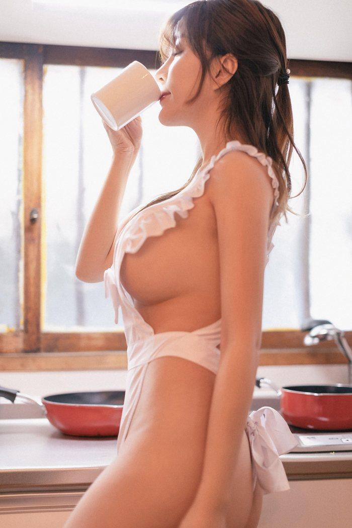 巨乳厨娘女仆制服勾人深入