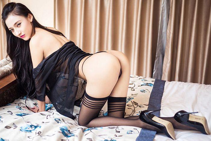 美腿御姐芃芃黑丝丁字裤让人想入非非