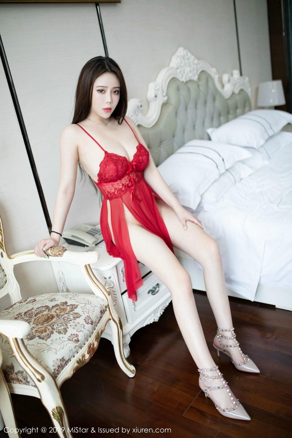 嫩模Miki兔私房红色薄纱内衣半脱露傲人豪乳极致诱惑写真