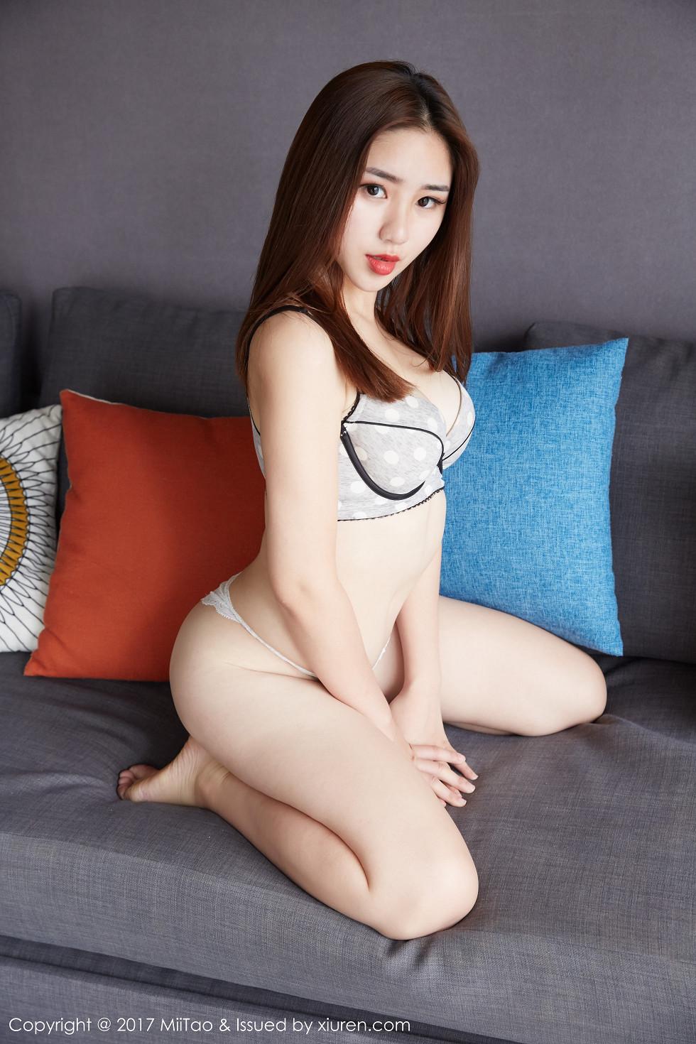 嫩模小敏Mary性感白色蕾丝内裤诱惑写真