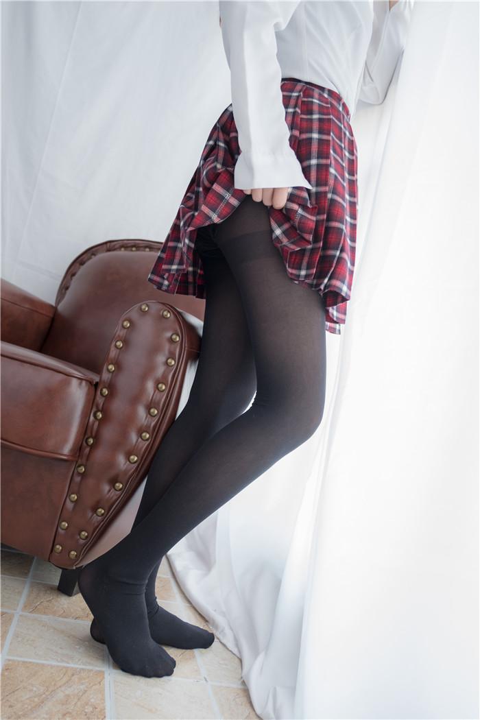 年轻的味道,红色裙子下面的黑色丝袜