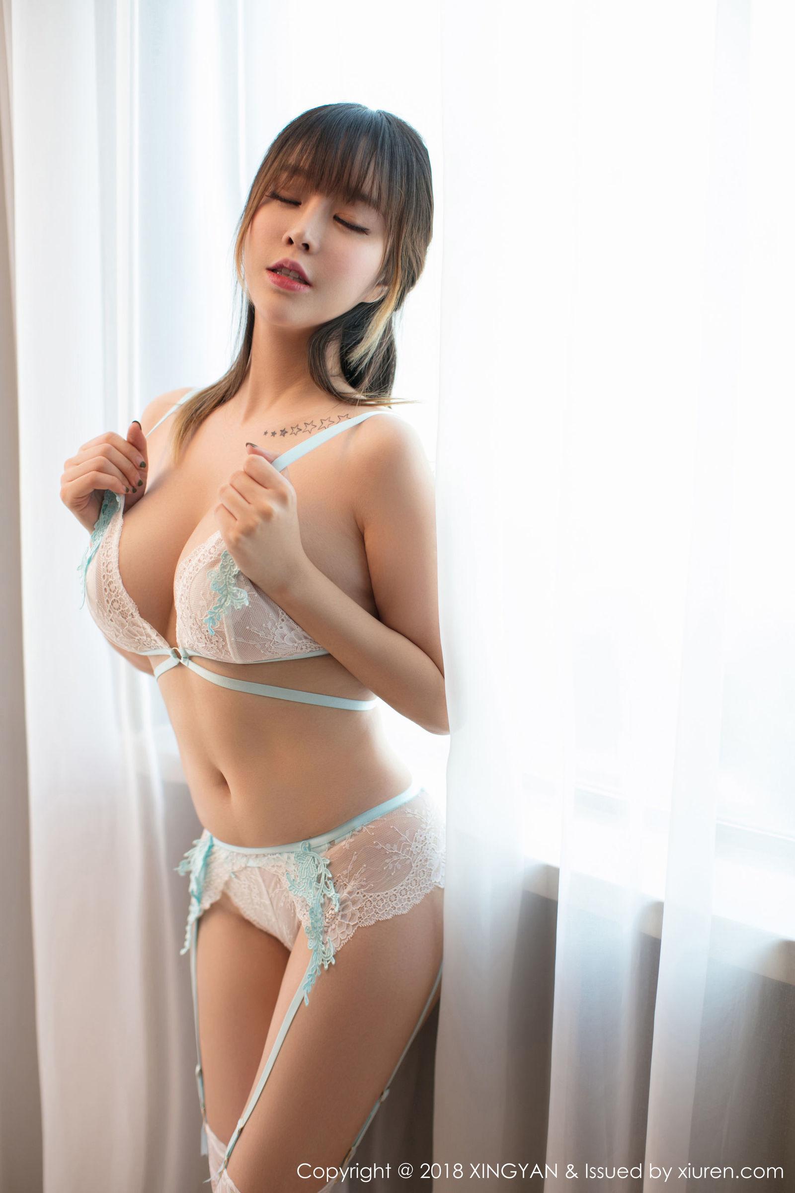 性感女神@王雨纯蕾丝吊袜写真