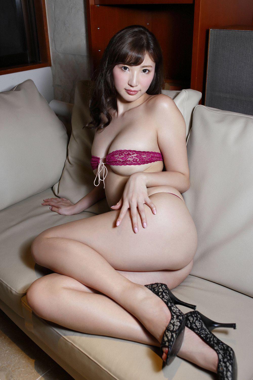 松嶋えいみ - 9頭身ミラクル神ボデイ