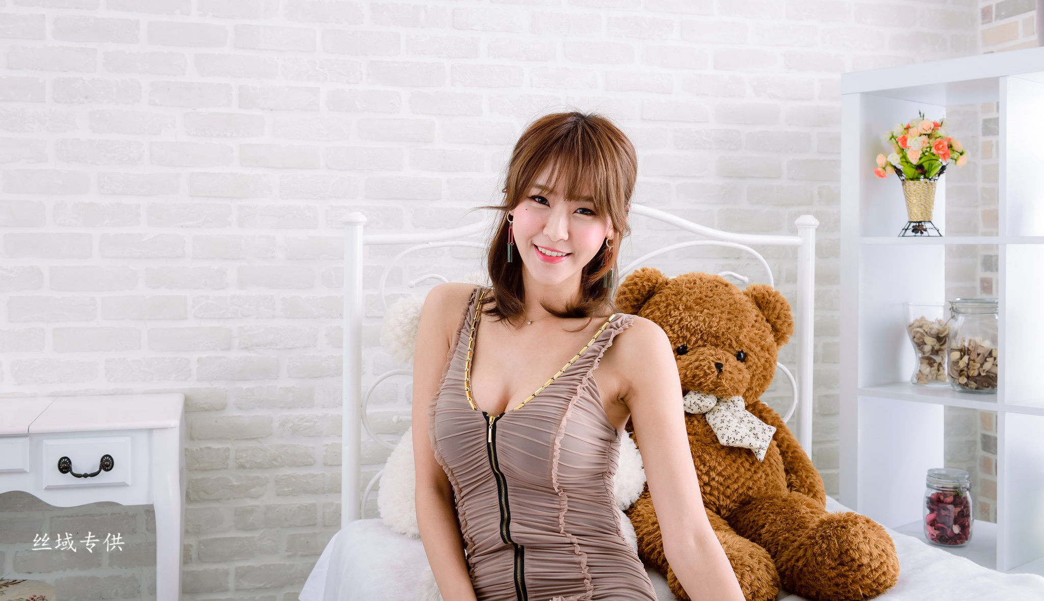 Winnie小雪 - 3套美腿优雅服装写真图片合集