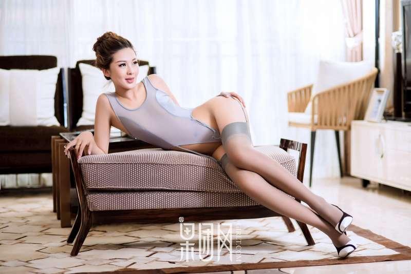 云菲菲~4套服装秀完美身材!