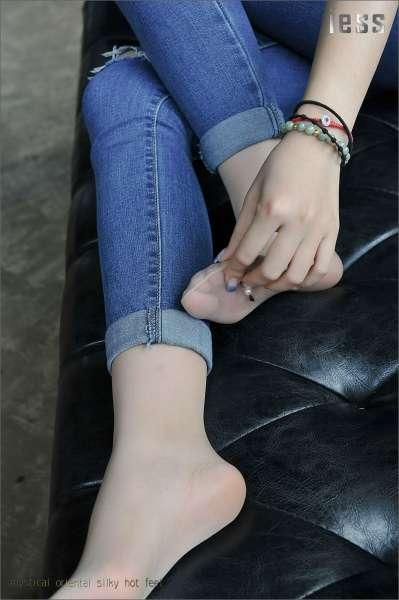 张馨月《丝足高跟与牛仔裤 1》~