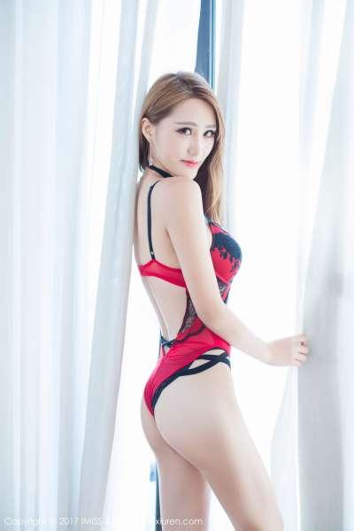 气质美女@妤薇Vivian沙巴旅拍第三套写真