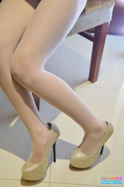 白色网袜高跟丝足 写真套图