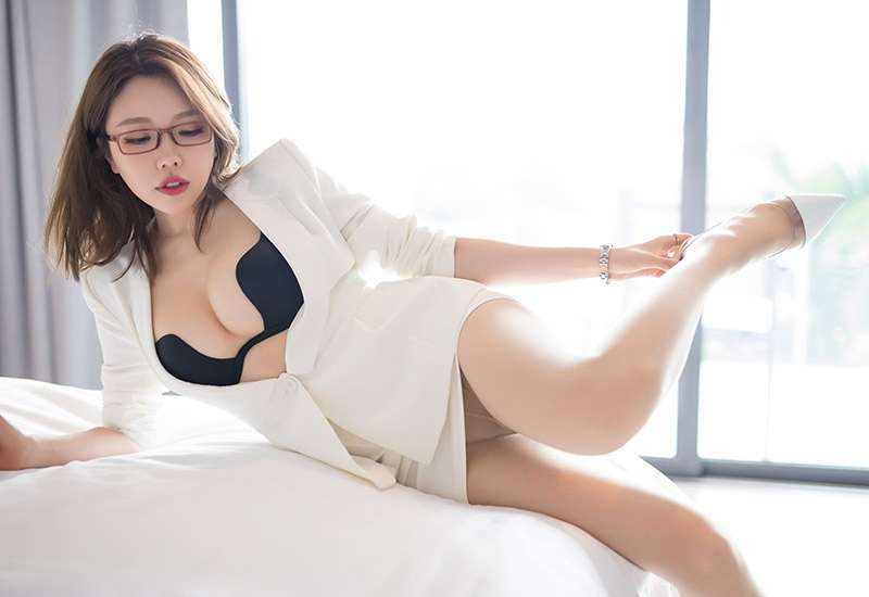 美艳少妇巨乳诱惑床照