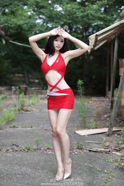 超短裙长腿美少妇