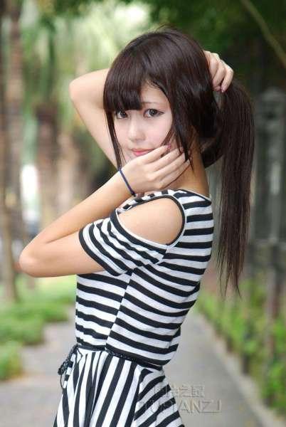 长发清纯MM 黑白裙甜美照