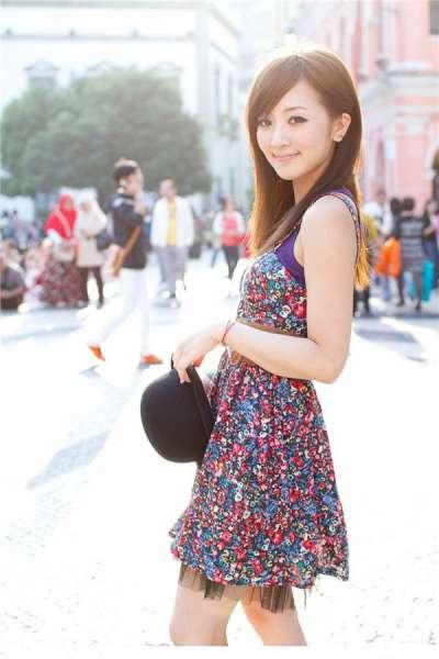 90后清纯美女时尚连衣裙长发披肩迷人电眼私房写真